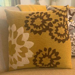2 - 18x18 Judy Ross Pillows w/Down Insert